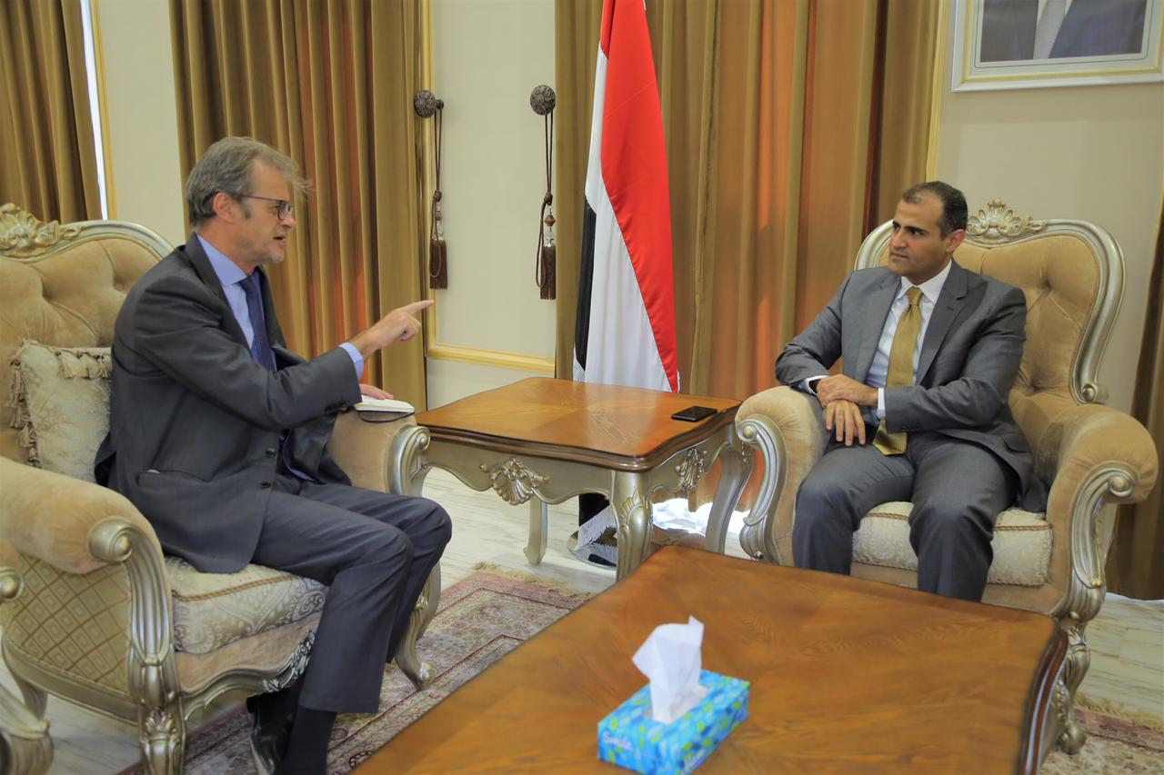 الحضرمي يبحث مع السفير الفرنسي أهمية الضغط على مليشيا الحوثي لتنفيذ اتفاق الحديدة