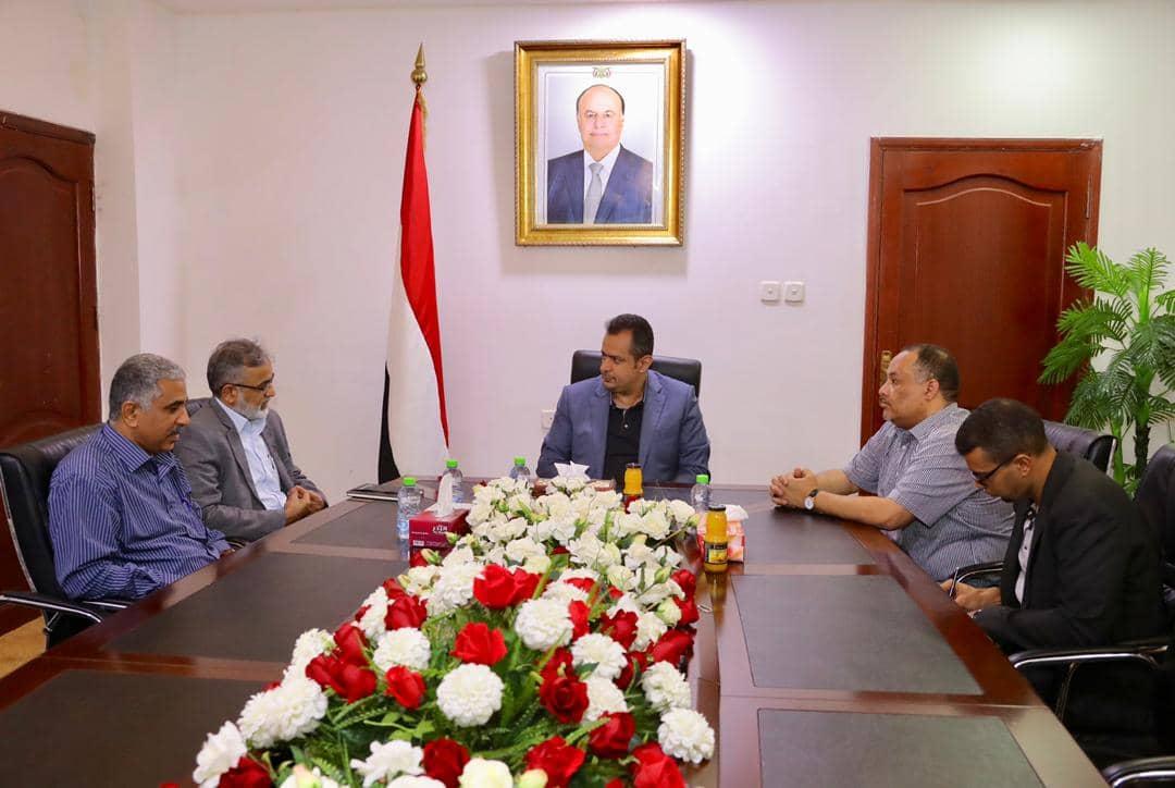 رئيس الوزراء يعقد اجتماعا للجنة الوزارية لمعالجة العقد الخاص بمشروع خزانات رأس عيسى