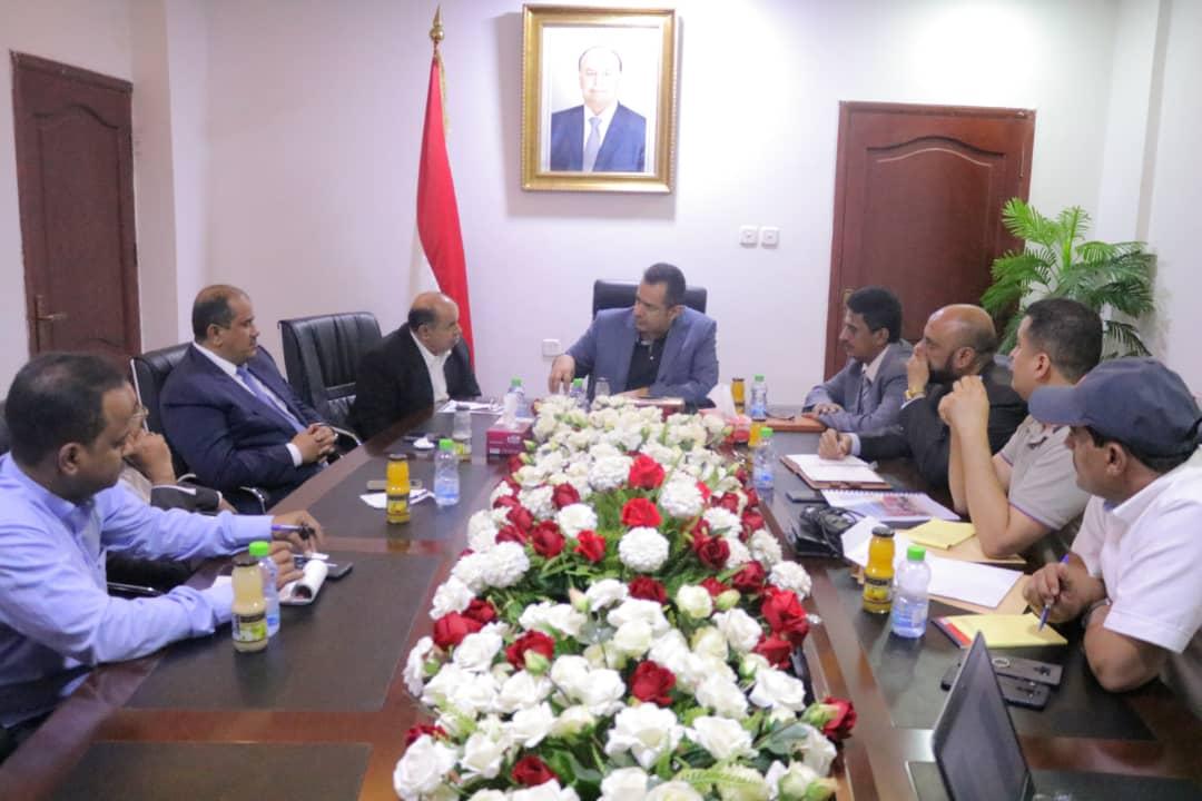رئيس الوزراء يُشيد بموقف برنامج الغذاء العالمي الواضح إزاء ممارسات مليشيا الحوثي الانقلابية